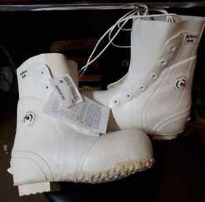 U.S G.I. MICKEY MOUSE BUNNY BOOTS 6 REGULAR White NEW usually fits size 7 shoe