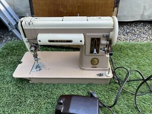 VINTAGE SINGER 1953 301A SEWING MACHINE With CASE