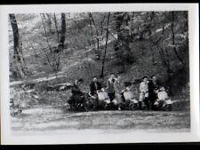 SCOOTER VESPA & MOTO en FORET , photo Amateur animée vers 1950