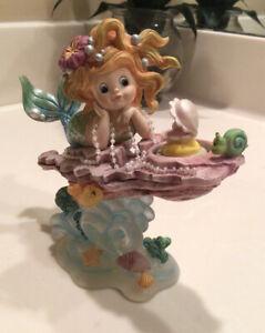 1998 Mermaid Buried Treasure From The Rainbow Reef Figurine Collection 1766B
