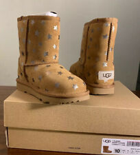 UGG Toddler Classic Short II Stars Boots Size 10, 1019697T CHESTNUT, AUTHENTIC