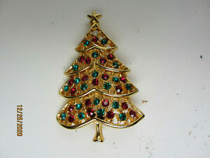VINTAGE GOLDTONE RHINESTONE RED GREEN CLEAR CHRISTMAS TREE BROOCH PIN