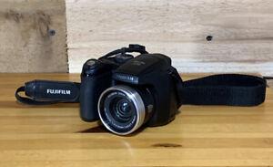 Fujifilm FinePix S700 7MP Digital Camera - Black