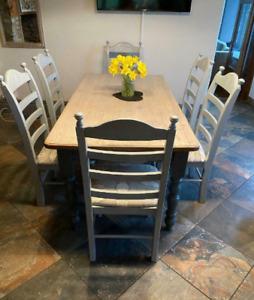Table en pin et 6 chaises