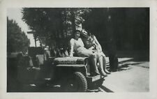PHOTO ANCIENNE - VINTAGE SNAPSHOT - MILITAIRE FEMME VOITURE JEEP PARIS -MILITARY
