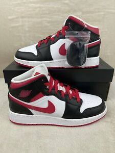 Air Jordan 1 Mid GS Very Berry Red Black White 554725-016 Size 6.5Y Women's 8
