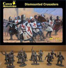 34 Figurines CHEVALIERS CROISES AU COMBAT A PIED, CAESAR Miniatures n° 086