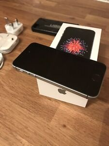 Iphone SE 32gb space grey unlocked. Fantastic Condition