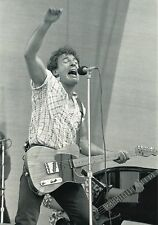 BRUCE SPRINGSTEEN PHOTO 1985 UNRELEASED NEWCASTLE UK BLACK & WHITE 12 INCH X 8