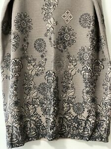 Ladies Patterned Stretch Skirt Size 18