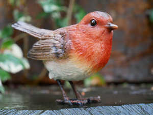 NEW - Countryside Garden Robin - Weatherproof Resin - 10cm