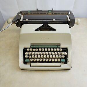 Olympia Werke AG Wilhelmshaven Manual Typewriter No Case. Keys Stick Parts Only