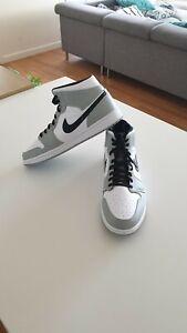 Nike Air Jordan 1 Mid 'Smoke Grey'