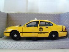 MAISTO - SPECIAL EDITION - CHEVROLET IMPALA - YELLOW CAB / TAXI - 1/24 DIECAST