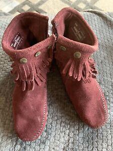Minnetonka Zip Up Maroon Boots 7
