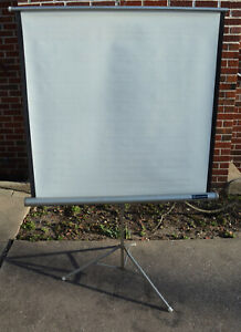 """Vintage 1960s Radiant 30"""" x 40"""" Projector Screen with Folding Tripod Stand NR"""