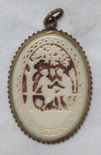 C1920s Cammeo Avorio Colorato Ivorine (Early plastica) IN OTTONE Ciondolo Ovale