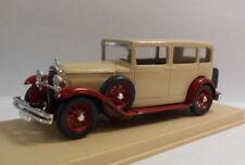 Limousine di modellismo statico rosso