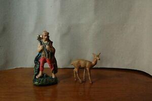 2 Statuine presepe in gesso cacciatore con cervo e cervo in pasta no cartapesta.