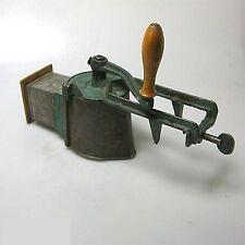 Große antike CAS Küchenreibe Reibe  Mühle Gewürzmühle 38 cm