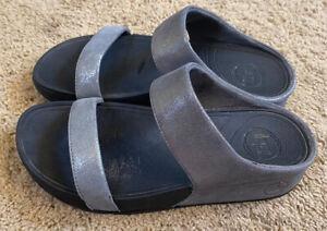 Woman's Fit Flops Silver Slip-on 2 Strap Sandals Size 8 EUC