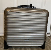 RIMOWA Salsa Business Luggage Carry On hard shell with inside sleeves gray