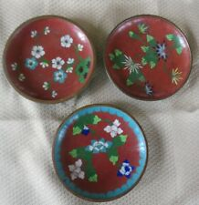 THREE LOVELY SMALL CHINESE RED AND FLORAL DESIGN ENAMEL PLATES