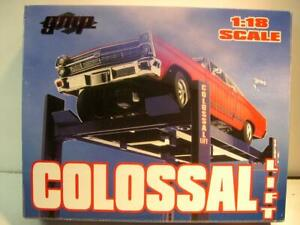 GMP 9014 Colossal 4 Post Service Lift Fully Functional 1:18 Scale Accessory NIB