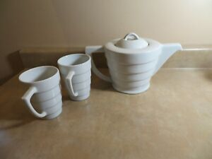 Frank Lloyd Wright Guggenheim Collection TEA COFFEE POT and 2 CUPS MUGS