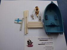 Kleines blaues Ruderboot m. a.Teilen & Marinefahne / Piratenschiff  Teil II