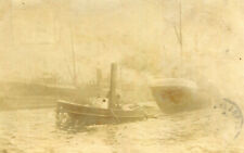 Carte PHoto de paquebots sur la mer Un bateau tiré par remorqueur A identifier