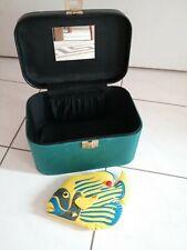 Kosmetikkoffer Farbe Grün Marke Linea Delphin .Gratis Duschradio mit Batterie