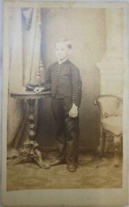 79. CdV Vornehmer Junge in Anzug Fotograf Funke, Leipzig um 1860 RARE