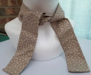 Cooling Neck scarf/tie Heat and Hot flush relief - Beige daisy