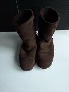 Ugg Boots EMU waterproof Choc Brown womens US 9, mens 8 Euro 40/41