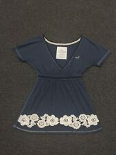 Hollister V Neck Top Size Small Navy with White Floral Applique's Cute