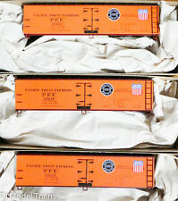 Accurail HO #8120 Pacific Fruit Express (3-Pack) 40' Wood Reefer (Plastic Kits)