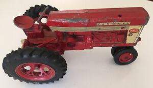 Vintage International Harvester Farmall Farm Tractor 460 Diecast Metal Toy 1:16