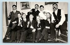 HANDSOME MEN CROWDED ON COUCH w/ DRINKS & CIGARS - ICONIC VTG GROUP PHOTO RPPC