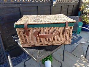 Brand New Large Wicker Vintage Style Hamper Picnic Basket
