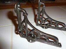1 PAIR OF VINTAGE TRADITIONAL OLD STYLE SHELF BRACKETS  CAST IRON