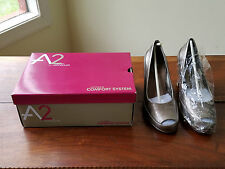 A2 Aerololes Ladies Size 8.5 M Big Ben Pewter Patent Peep Toe Pump Heels (NEW)