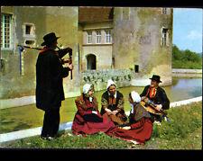 NEVERS (58) MUSICIEN costumé avec VIELLE & CORNEMUSE au CHATEAU en 1977