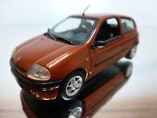 VITESSE RENAULT CLIO - RED/BROWN METALLIC 1:43 - EXCELLENT CONDITION - 5