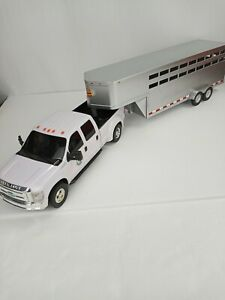 Big Country Toys Ford F-350 Truck with Livestock Trailer 120 Scale