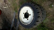 FORKLIFT TYRE MAGNUM 18 X 7 X 12 1/8 457 / 178-308 SOLID TYRE