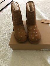 UGG CLASSIC SHORT II STARS CHESTNUT Boots Girls/ Big Kids Size 6  New