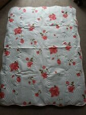 Lightweight Bed Throw/Bedspread by Plein Nord Rose Pattern