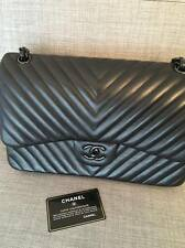 Sac Chanel modèle jumbo SO BLACK chevron limited edition sold out