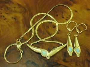 8kt 333 Yellow Gold Necklace & Earrings With Diamond & 2,10ct Opal Trim / 42cm